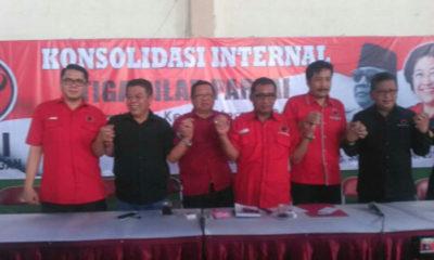 Jajaran pengurus PDIP saat penyerahan rekom pada rapat internal partai