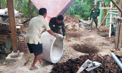 Karyono Semangat Bantu Satgas TMMD Pasang Gorong-Gorong Septiktank